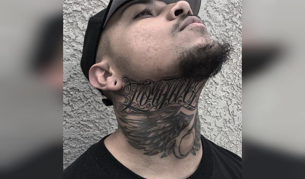 طرح تاتو گردن مردانه نوشته لاتین