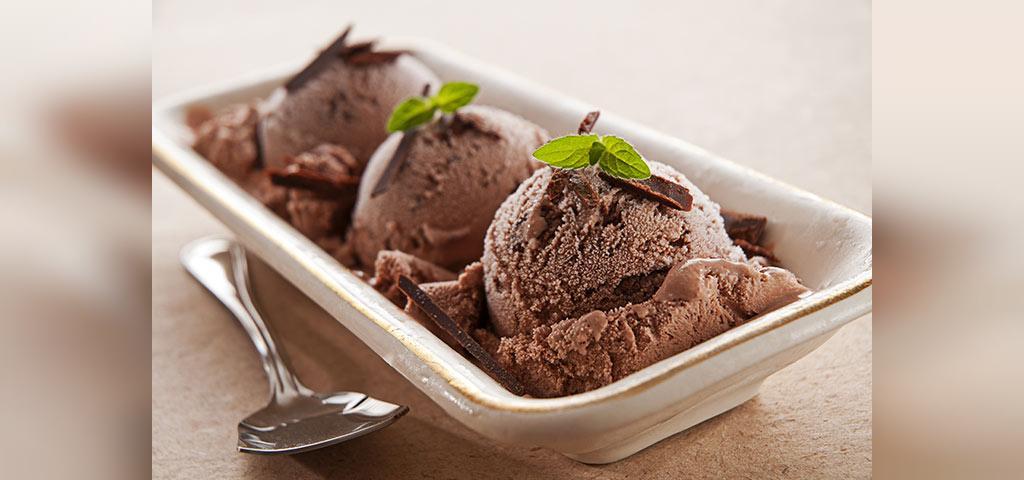 طرز تهیه بستنی شکلاتی خانگی برای کودکان
