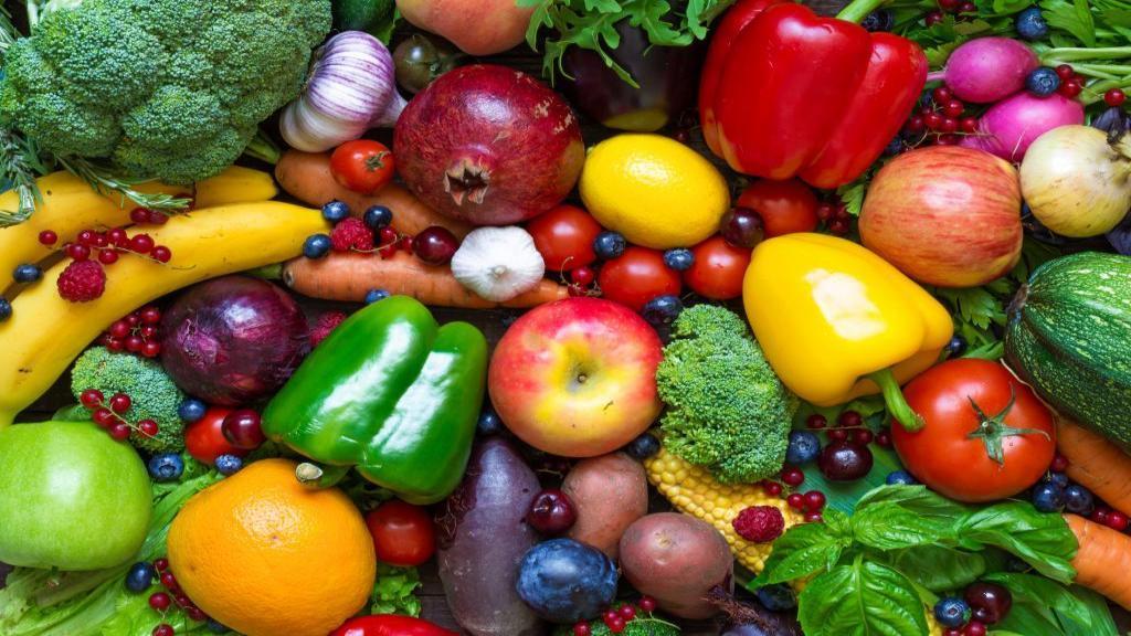 آیا می دانید مصرف روزانه میوه و سبزیجات باعث افزایش طول عمر و جوان ماندن شما می شود؟
