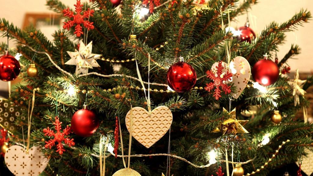 تزیین درخت کاج کریسمس