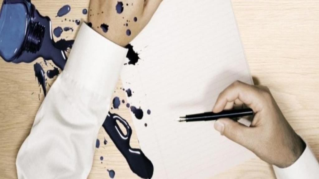 آموزش پاک کردن لکه جوهر از روی لباس با 4 روش عالی و کاربردی