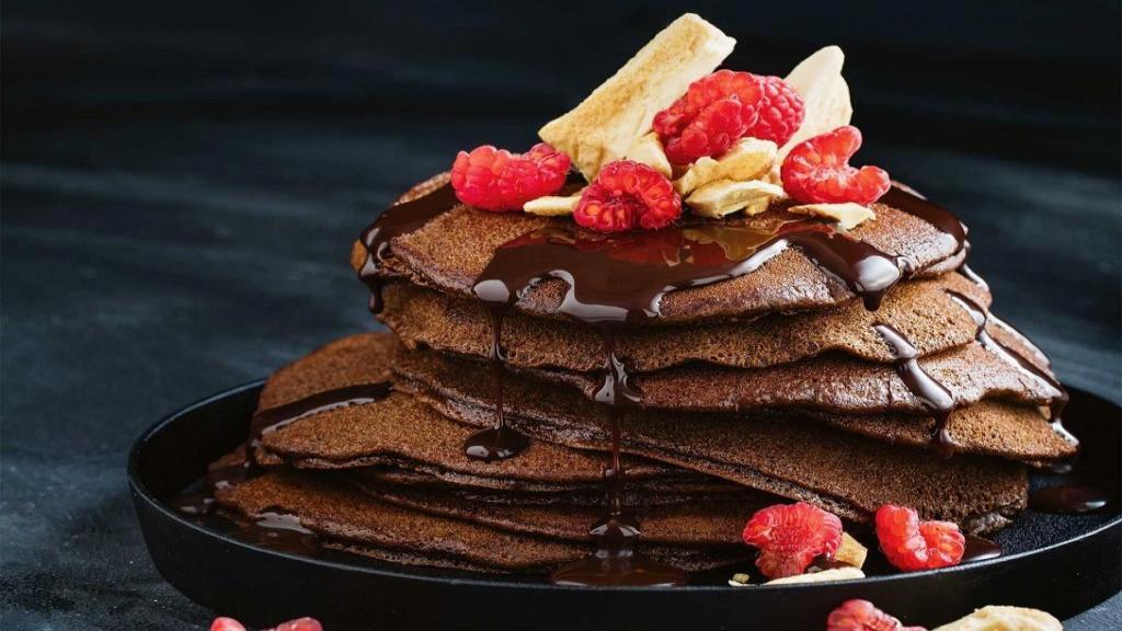 طرز تهیه پنکیک شکلاتی خوشمزه و پف دار خانگی بدون شیر و ماست