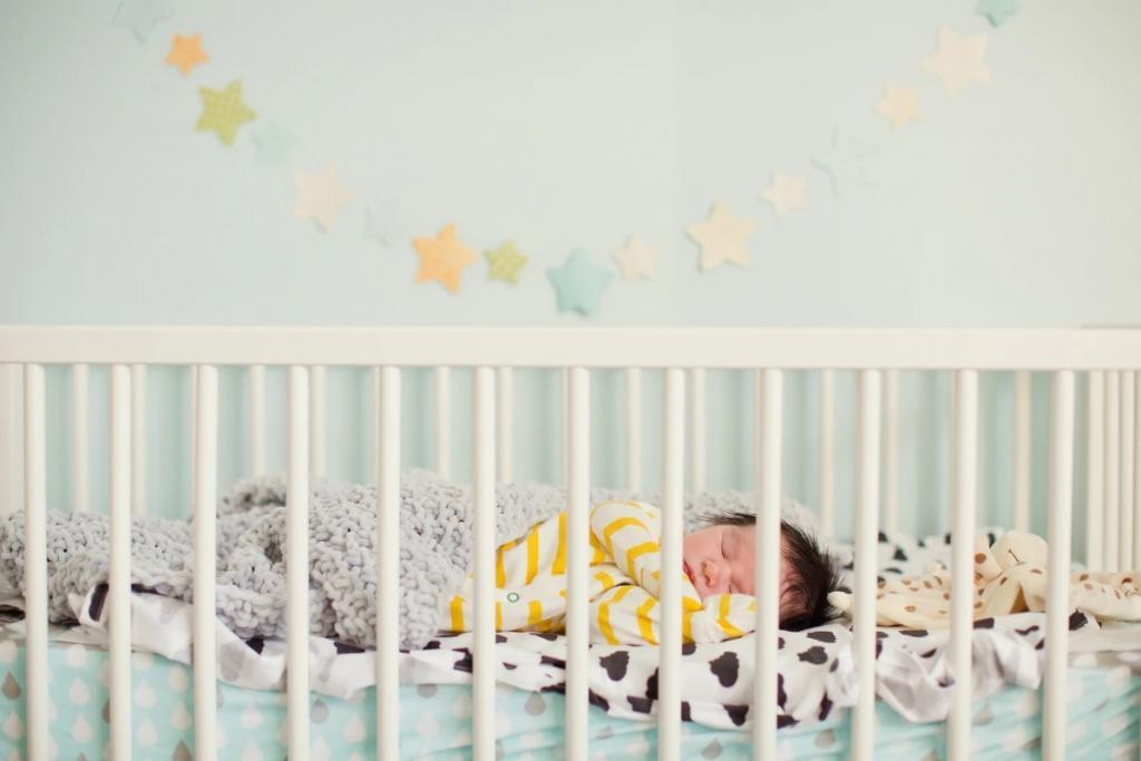چگونه تختخواب مناسب برای کودک خود خریداری نمایید