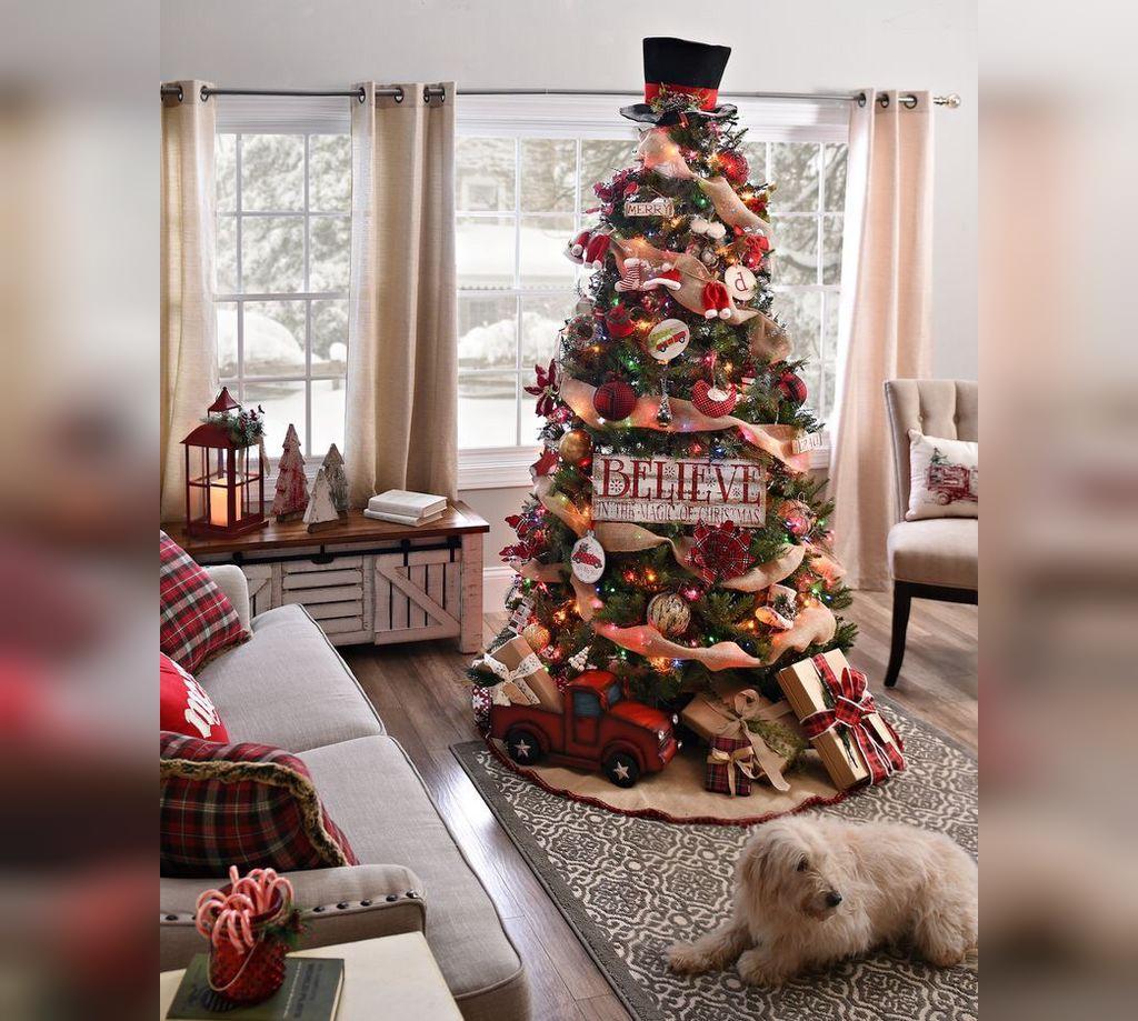 عکس درخت کریسمس با کاج بزرگ