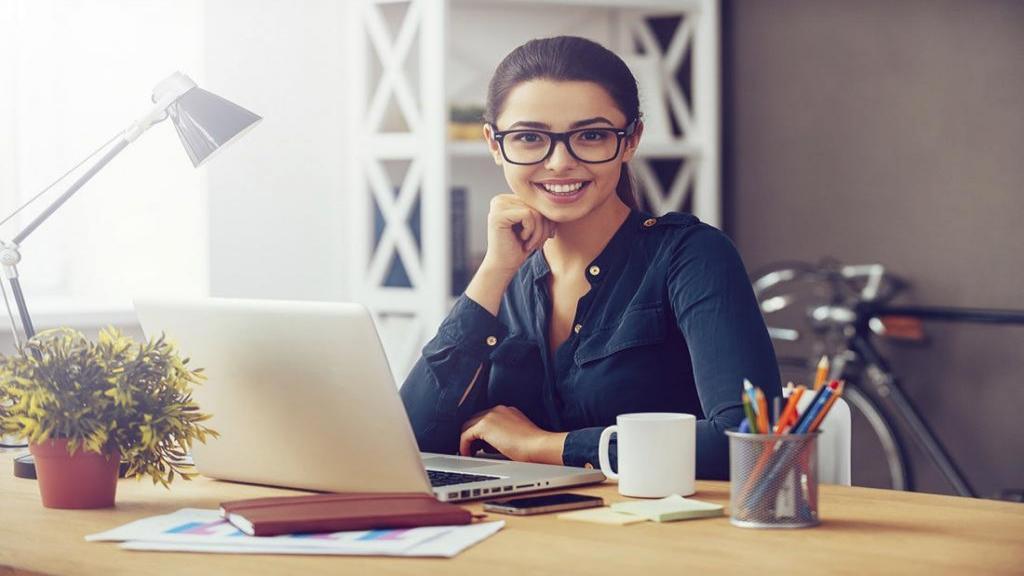 خصوصیت زنان باهوش؛ زنان باهوش چه ویژگی هایی دارند و چه کارهایی انجام می دهند