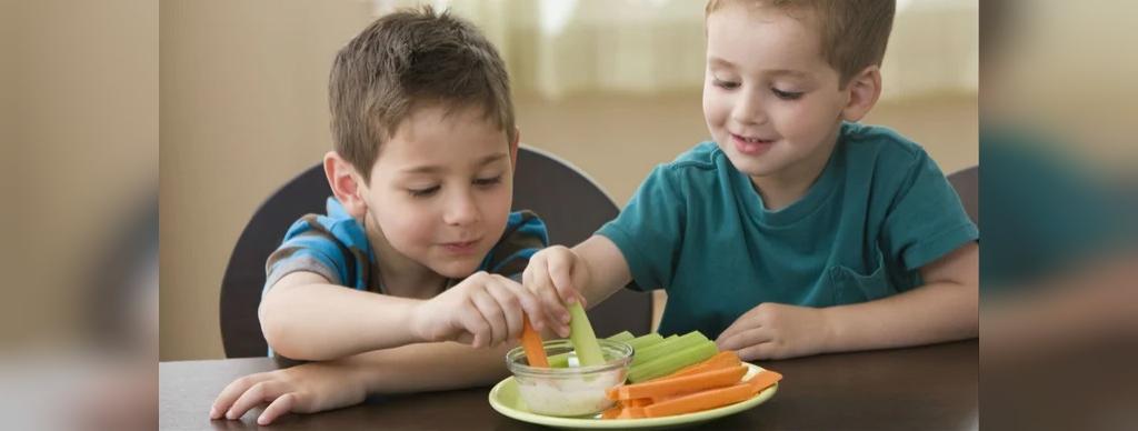 چگونه مکیدن انگشت شست توسط کودکان را درمان کنیم