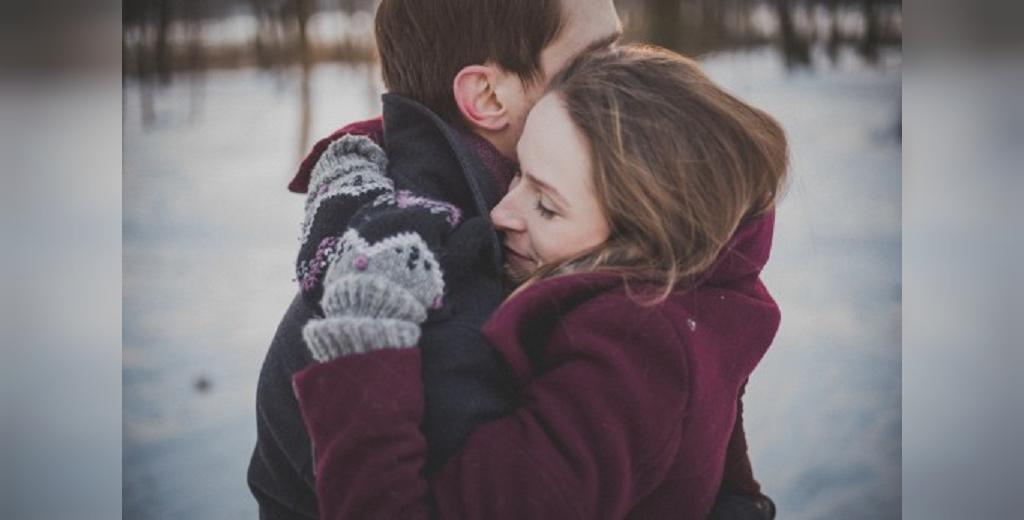 نشانه دوست داشتن و علاقمندی دختر به پسر
