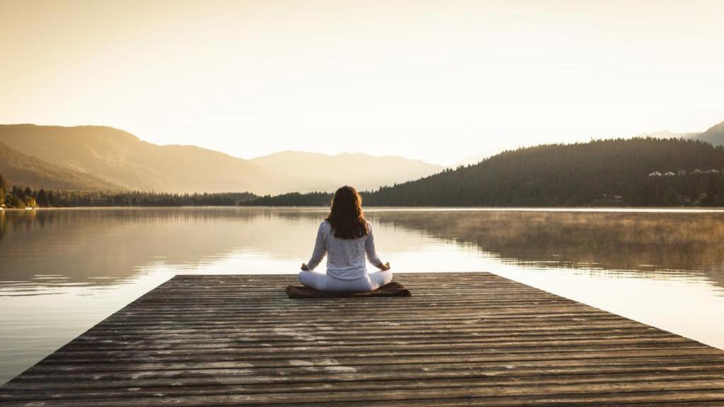 یوگا چیست؛  آشنایی با فلسفه، سبک ها و انواع یوگا