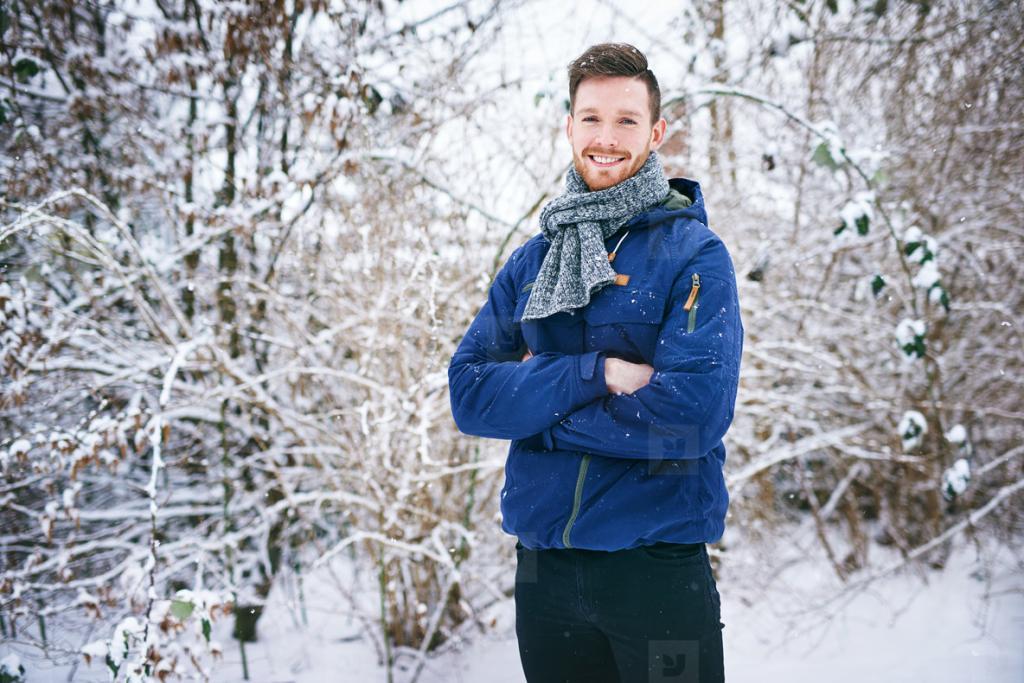 ژست عکس زمستانی مردانه شیک