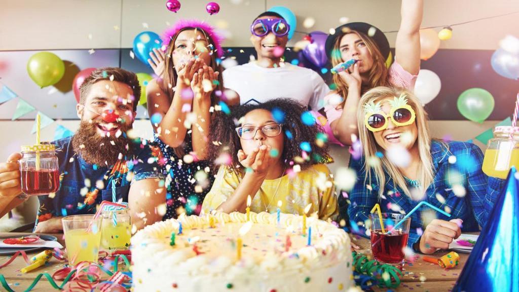 تم تولد: 20 ایده خاص و عجیب و غریب برای تم جشن تولد بزرگسالان