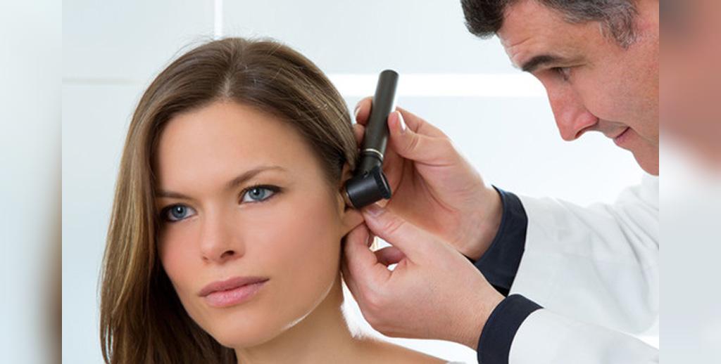 چه زمانی باید برای ترشحات گوش به پزشک مراجعه کرد