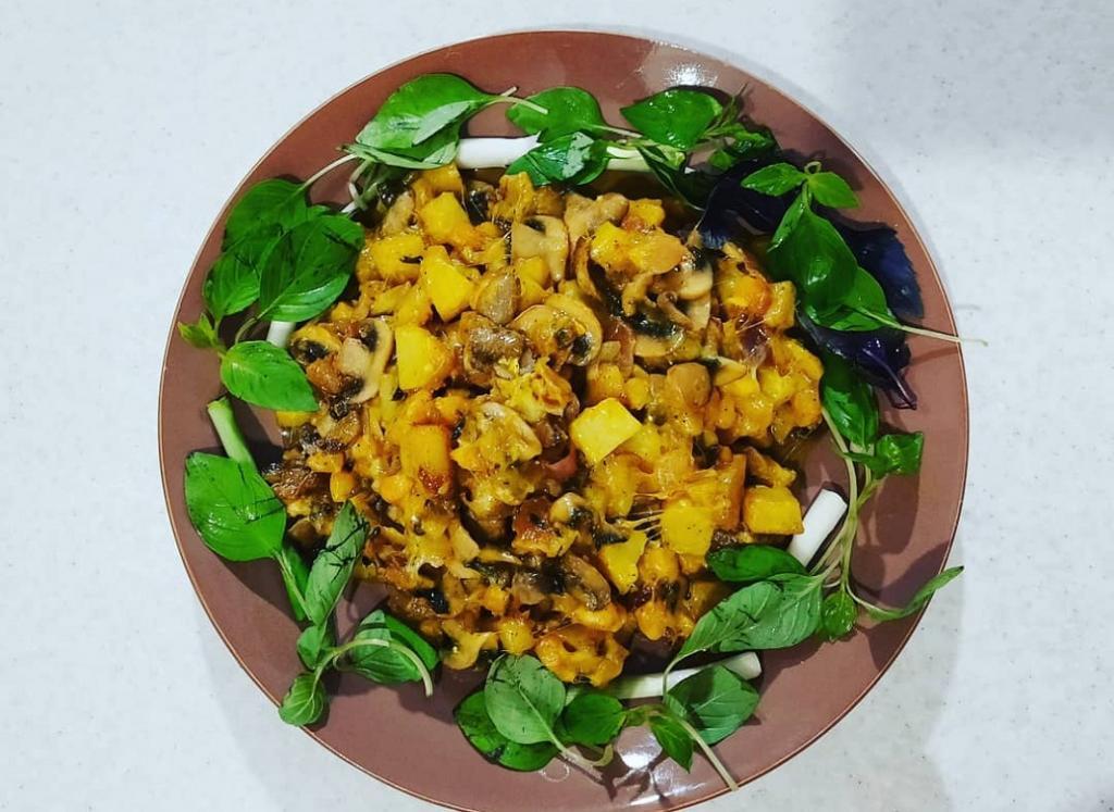 طرز تهیه خوراک قارچ رژیمی با سیب زمینی