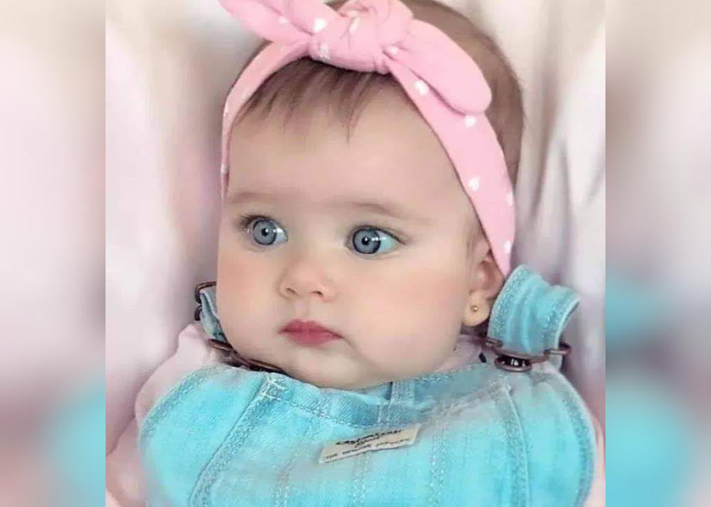 تصویر نی نی دختر با چشم های آبی و هد صورتی