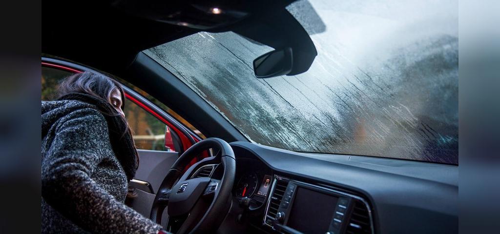 بخار شیشه خودرو در زمستان
