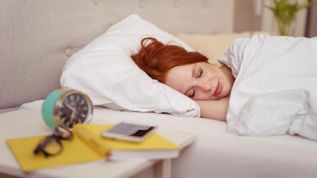 8 مزیت عالی و باور نکردنی برهنه خوابیدن برای سلامتی و لاغری