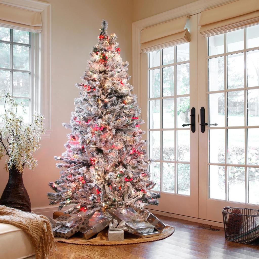 عکس تزیین درخت کریسمس لاکچری با تم سفید
