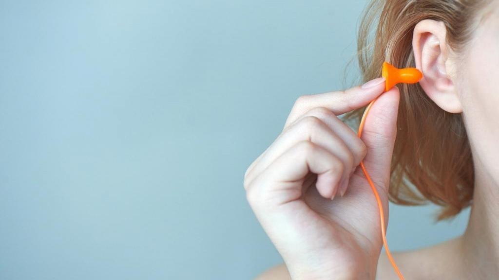 گوش گیر مطالعه چیست و چگونه در جای شلوغ درس بخوانیم