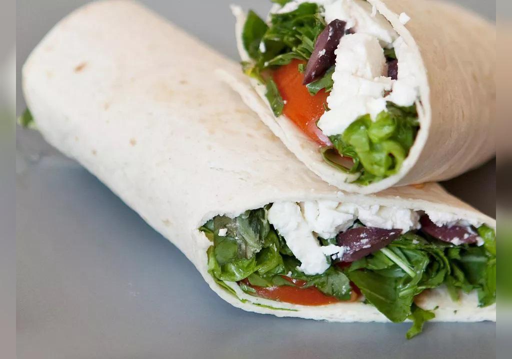 ساندویچ با پنیر فتا یونانی