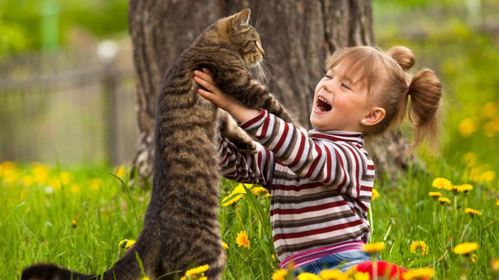 ژست عکس کودک با حیوانات خانگی