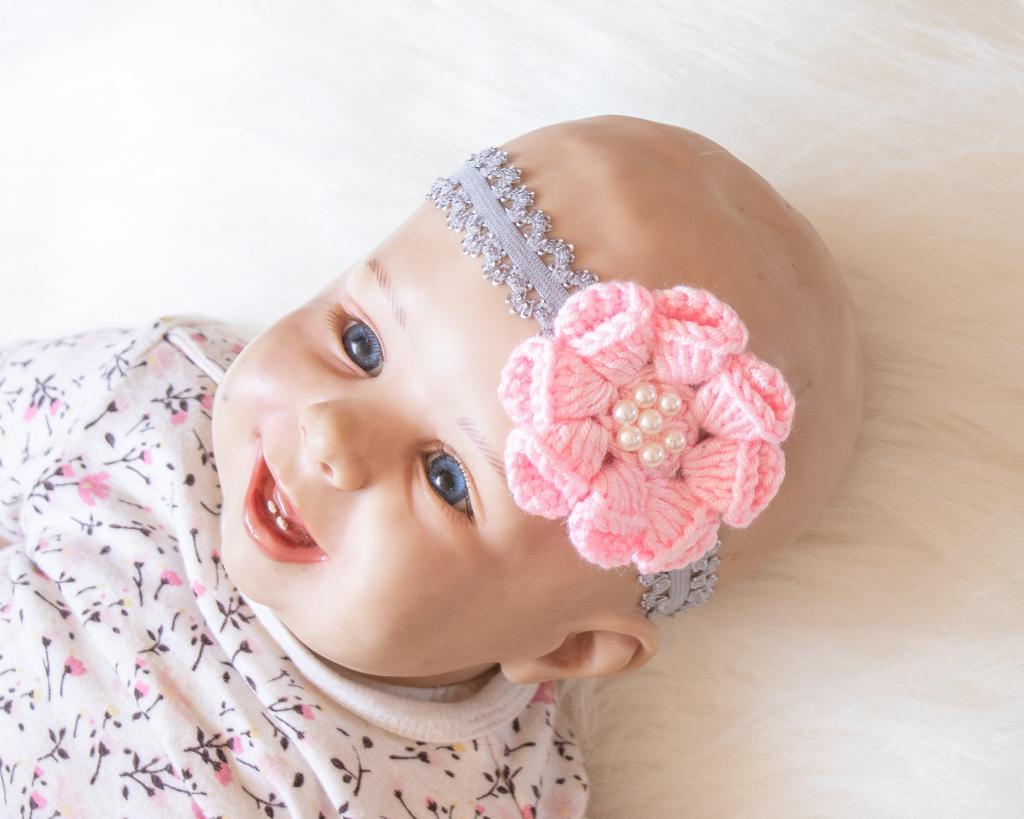 مدل های گل سر بافتنی نوزاد دختر