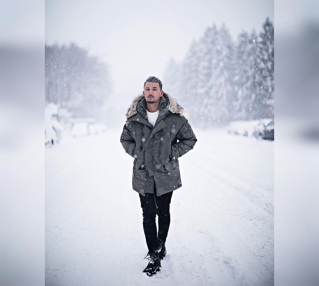 ژست عکاسی پسرانه در برف