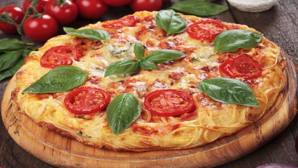 طرز تهیه پیتزای ماکارونی خوشمزه و مجلسی با مرغ به سبک رستورانی
