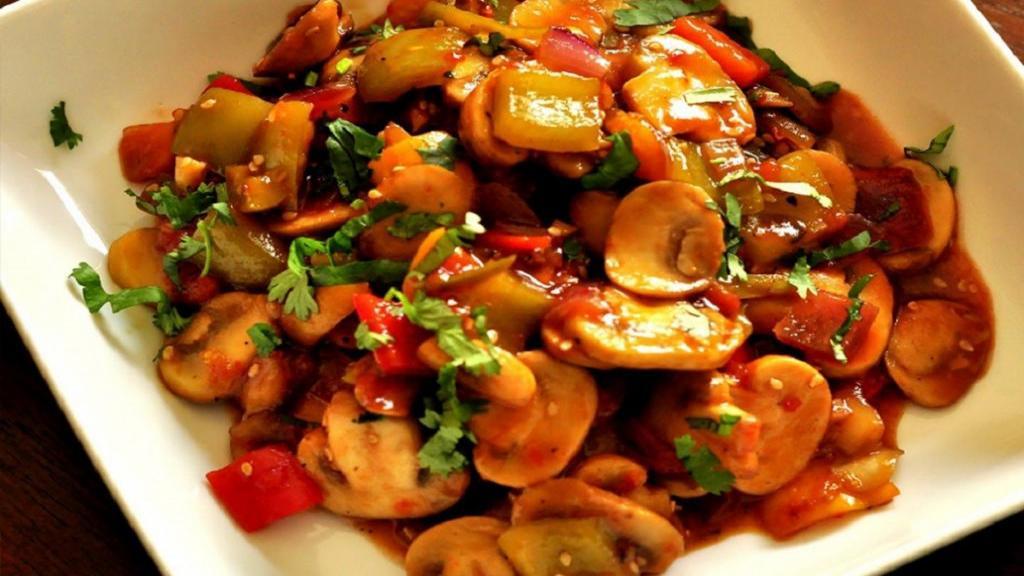طرز تهیه خوراک سبزیجات خوشمزه و رژیمی با قارچ و جعفری