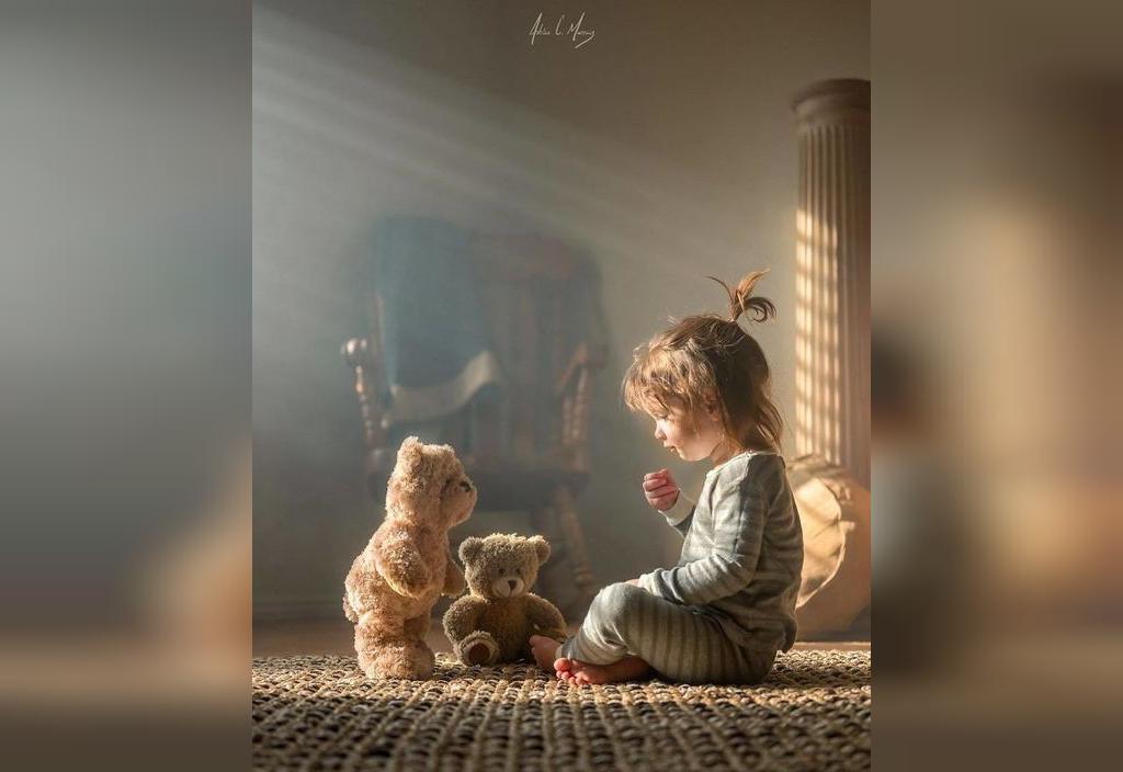 ژست عکس کودکان با اسباب بازی