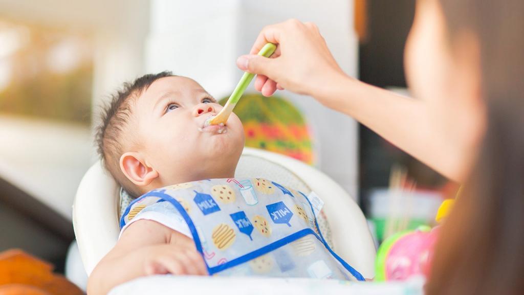 چند بار در روز باید غذای جامد به کودک 6 تا 9 ماهه داد؟