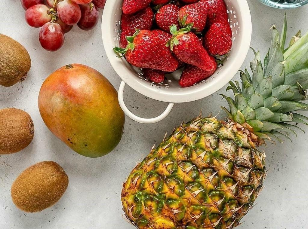 طرز تهیه سالاد میوه با میوه های فصل