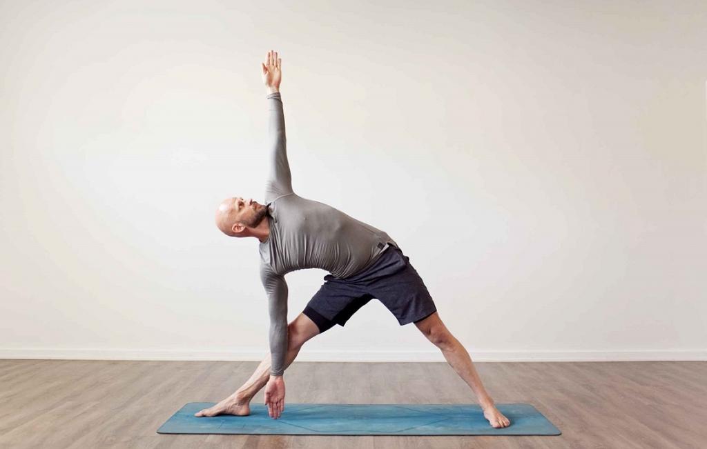 پوزیشن مثلث در یوگا