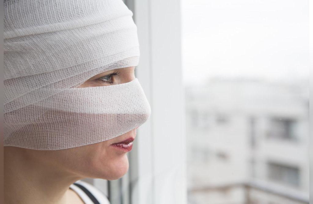 نکاتی برای کاهش تورم و کبودی صورت ناشی از عمل زیبایی