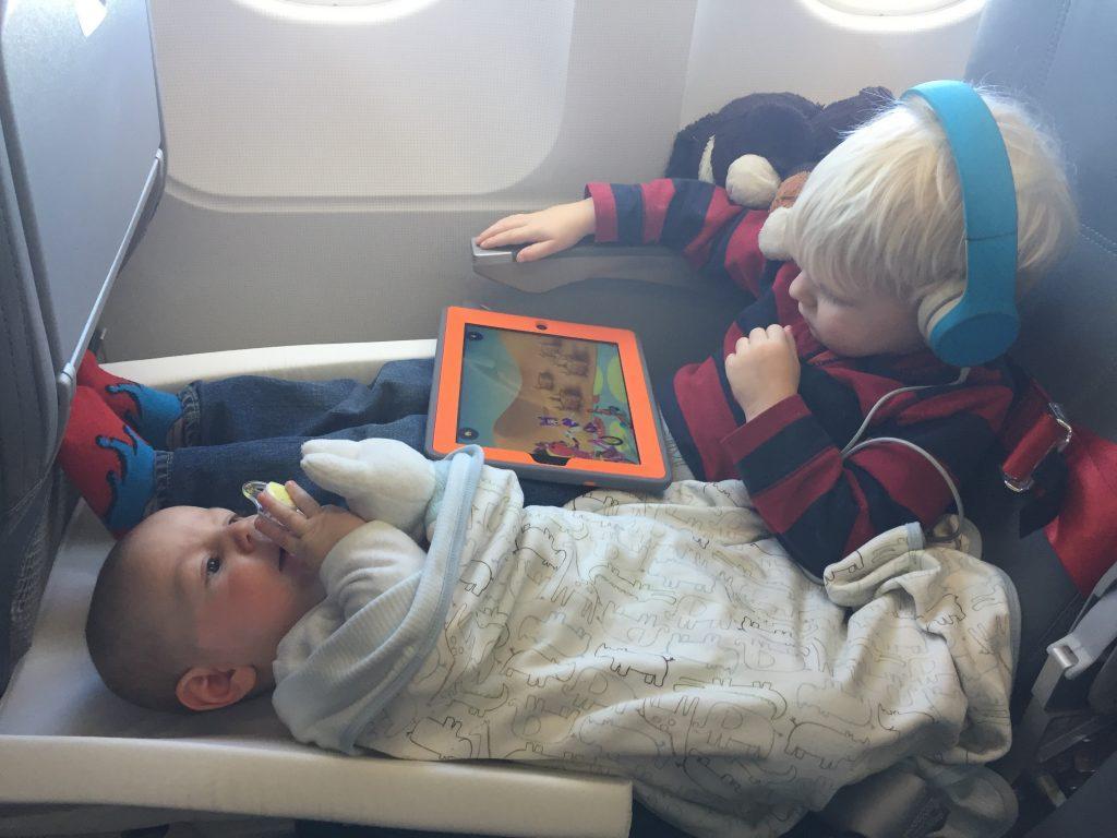راه های جلوگیری از گوش درد نوزاد در هواپیما