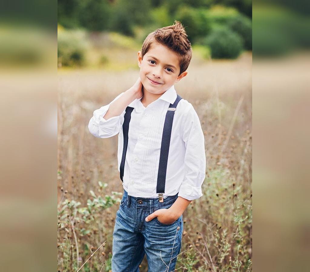 ژست جدید عکاسی ایستاده پسر بچگانه