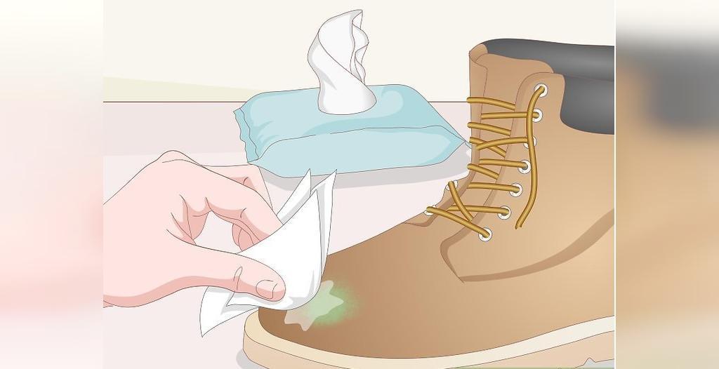 روش تمیز کردن پوتین های جیر با دستمال مرطوب