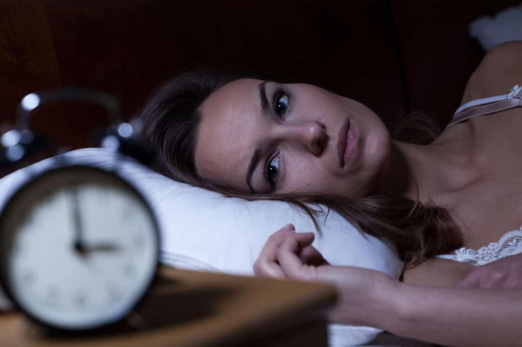 مشکلات خواب از علائم عدم تعادل هورمونی زنان