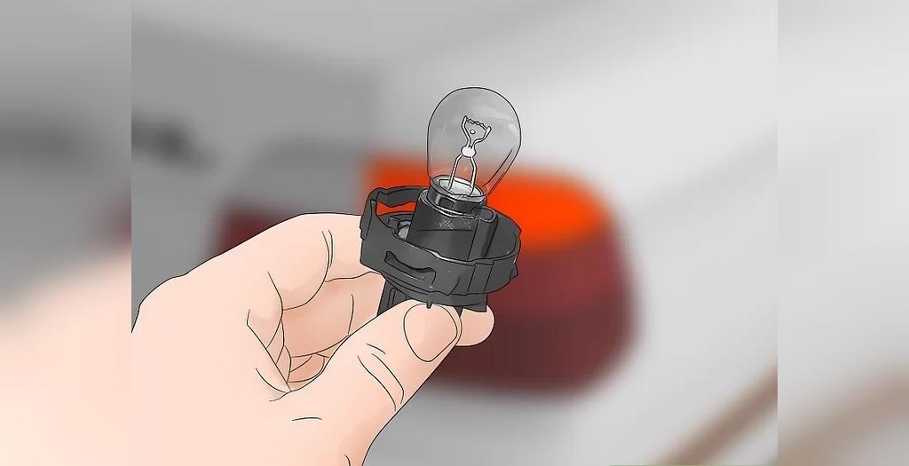 چراغ های خودرو را بررسی کرده و لامپ های سوخته را تعویض نمایید