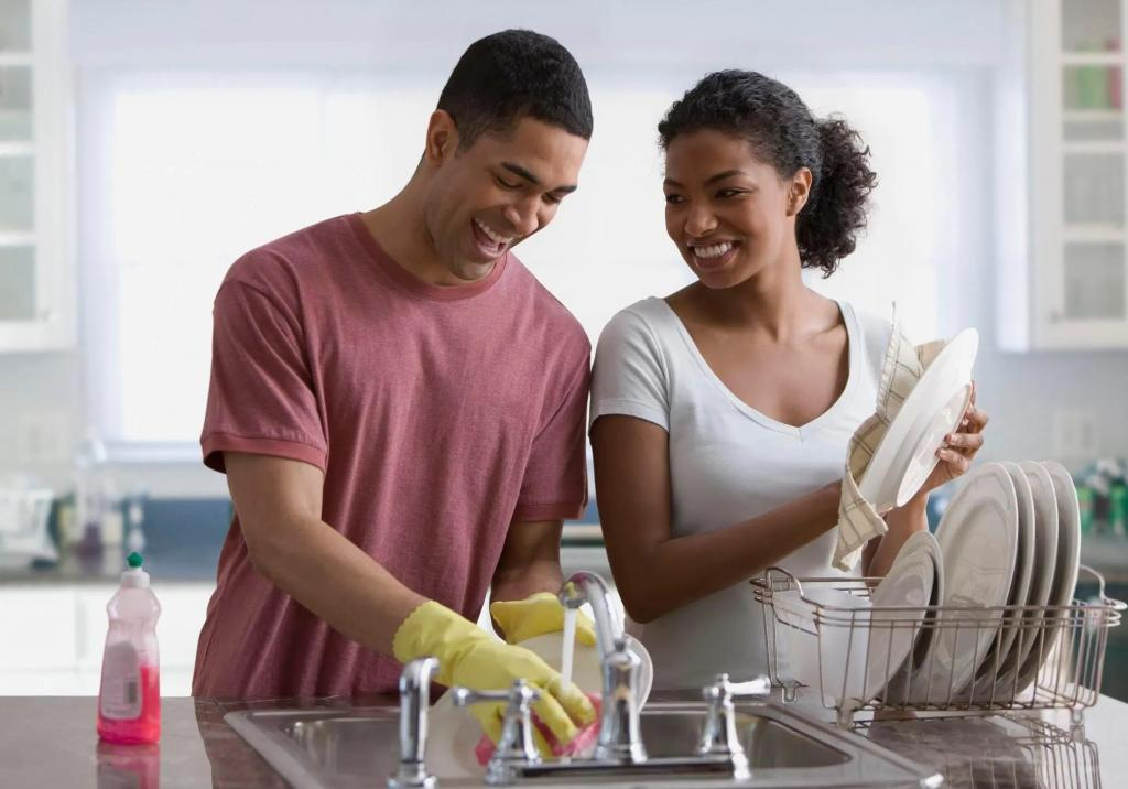 یک همسر خوب در انجام کارهای خانه به شما کمک می کند