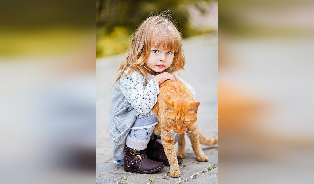 ژست عکس کودکان با حیوانات خانگی
