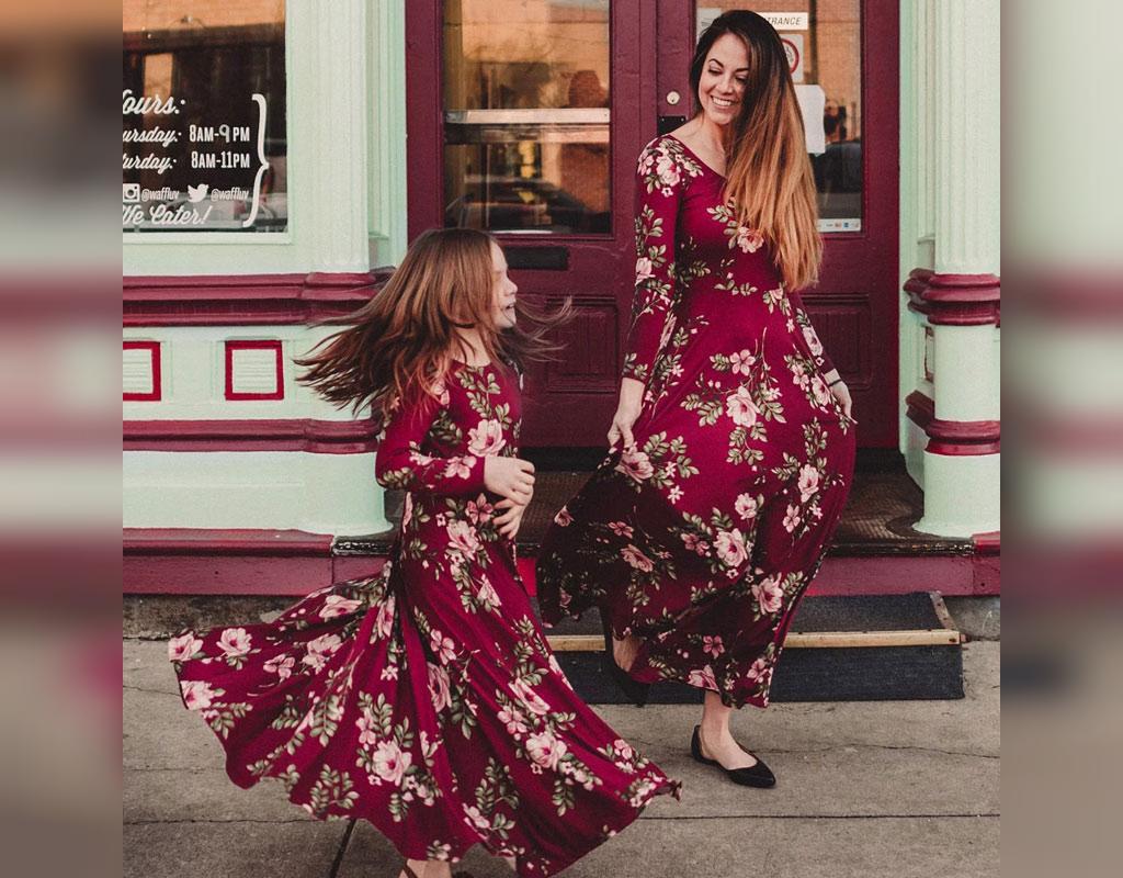 ست لباس مادر و دختر بلند و گل دار