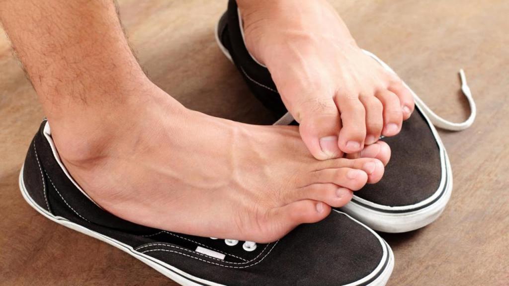علت بوی بد پا چیست + درمان خانگی بوی بد پا در طب سنتی