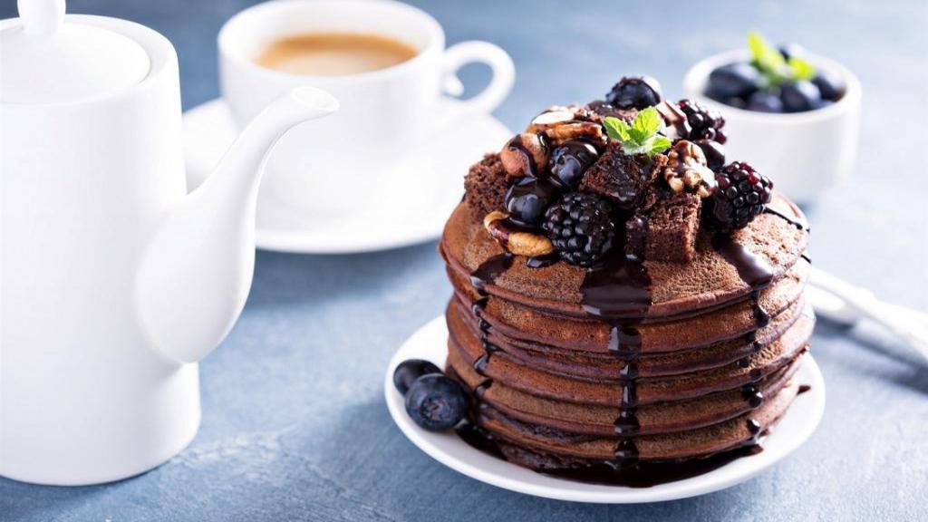 طرز تهیه پنکیک شکلاتی ساده و پف دار خوشمزه برای صبحانه بدون فر
