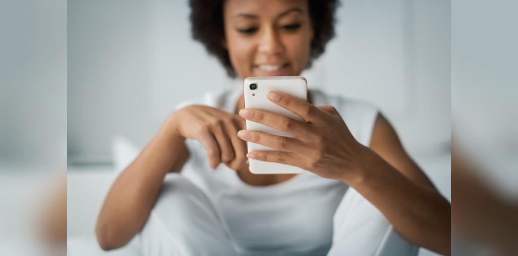 استفاده دائم از تلفن همراه؛ عادتی که سلامت را به خطر می اندازد