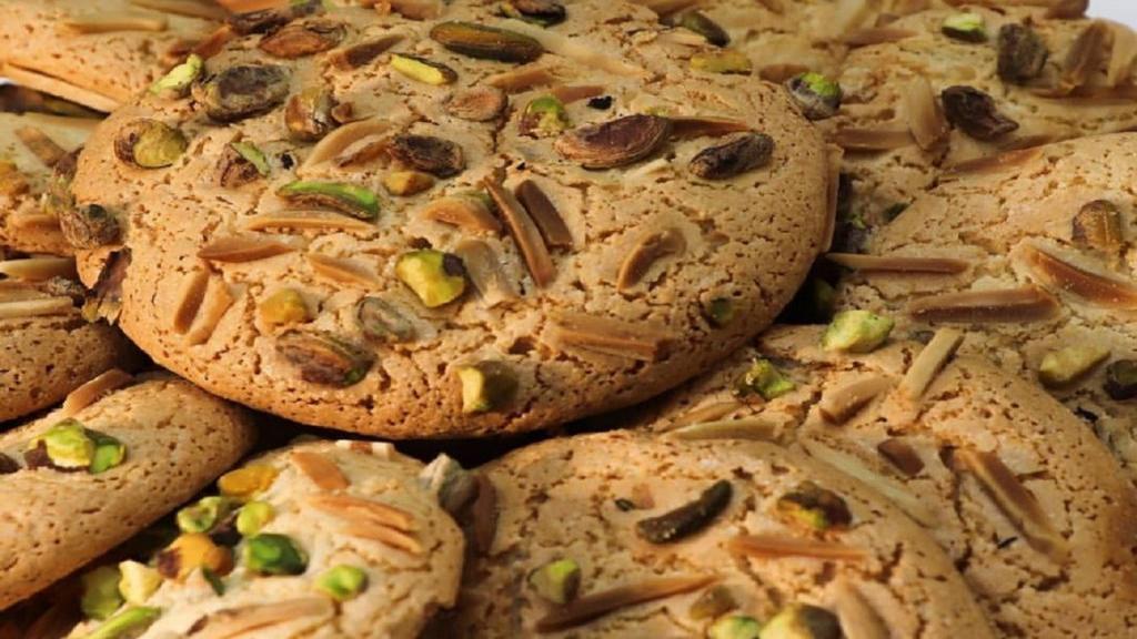 طرز تهیه شیرینی قرابیه بادام تبریزی خوشمزه و مجلسی برای عید