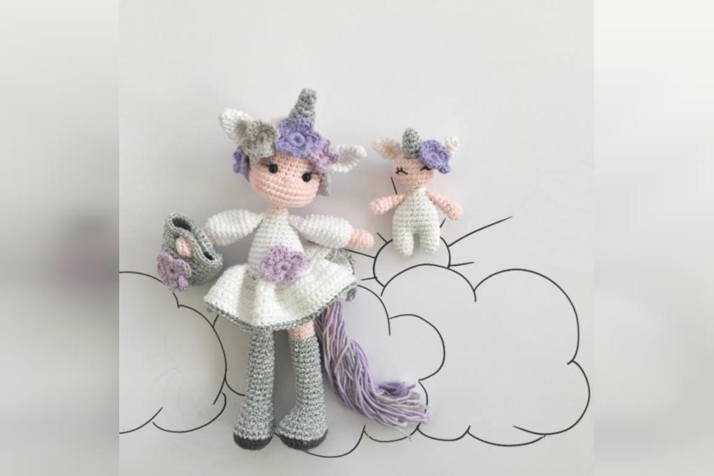 عکس عروسک بافتنی دخترانه طرح اسب شاخدار