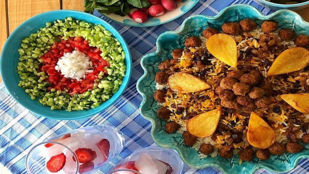 طرز تهیه قنبر پلو خوشمزه و مجلسی با گوشت قلقلی به سبک شیرازی
