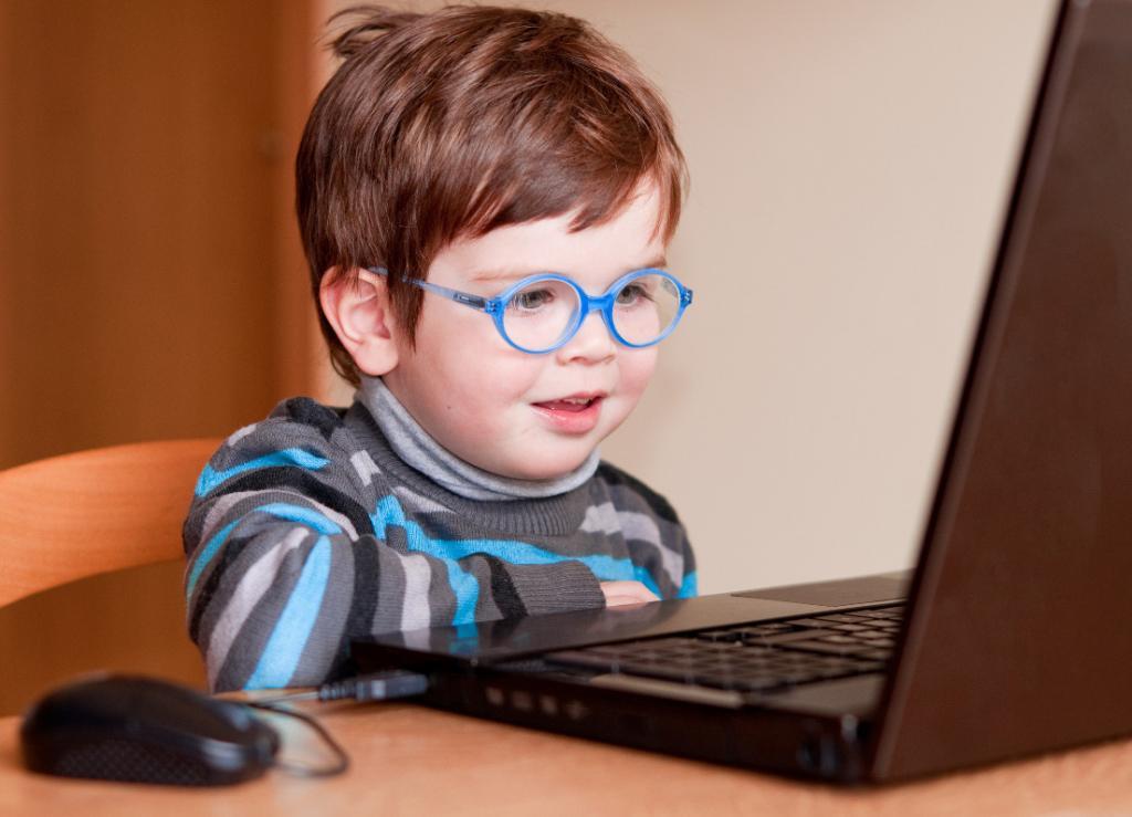 عوارض مصرف فلورومتولون توسط کودکان