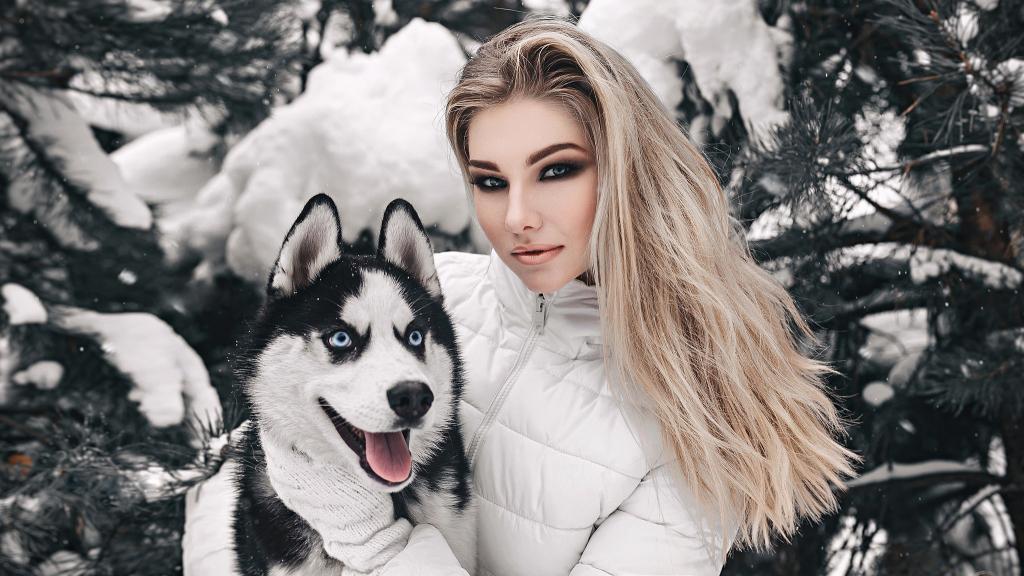 ژست عکس زمستانی دخترانه با سگ گرگی