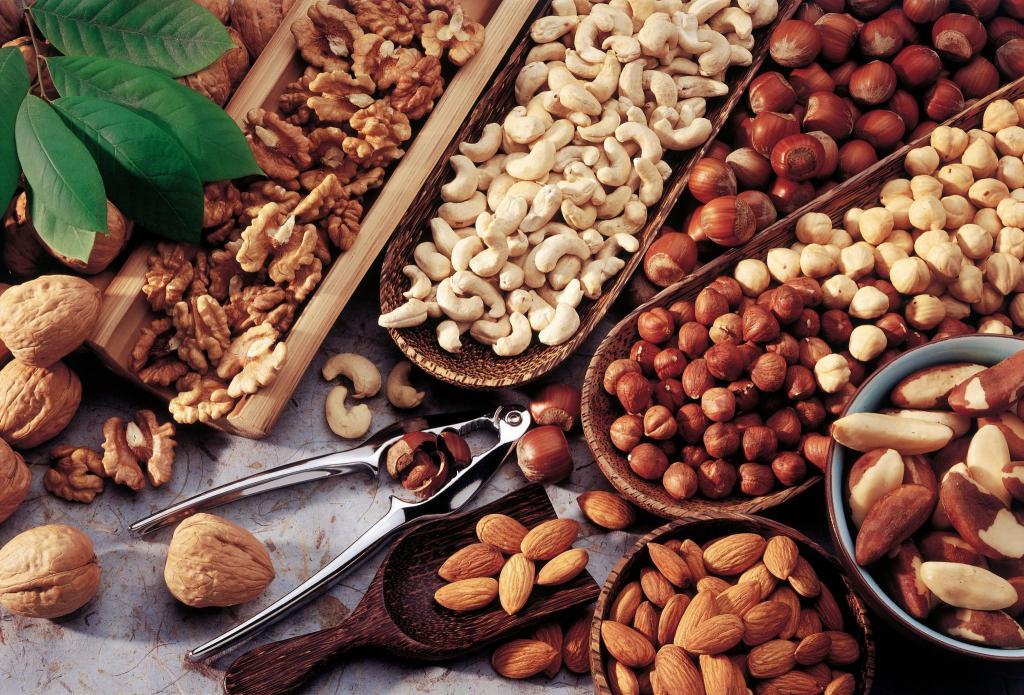 استفاده از آجیل و دانه ها  برای جذب منیزیم بهتر به جای نوشیدنی های ورزشی