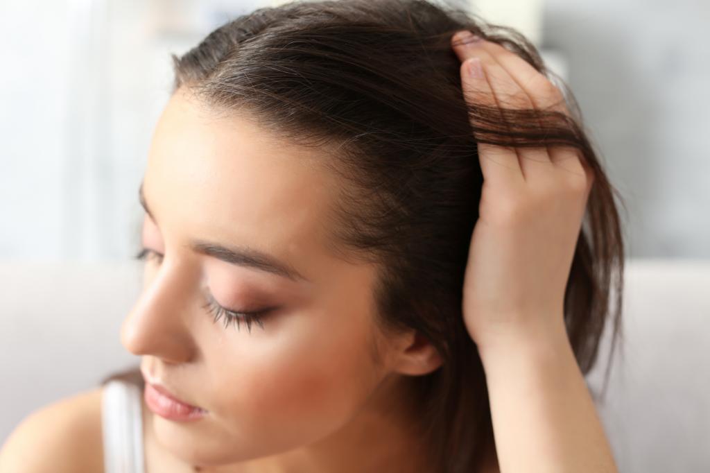 دلایل ریزش مو و نازک شدن موها